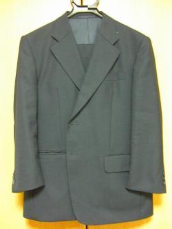 写真キャプション=業界同様くたびれて来た、私のスーツ
