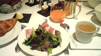パリの朝食
