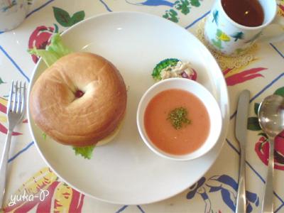 hanaのランチ。べ-グルサンドとトマトのポタージュスープ