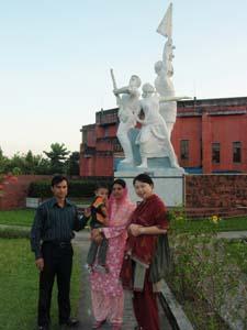 農業大学内にあるオブジェ(独立戦争の記念碑)