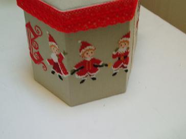 刺繍のクリスマスボックス