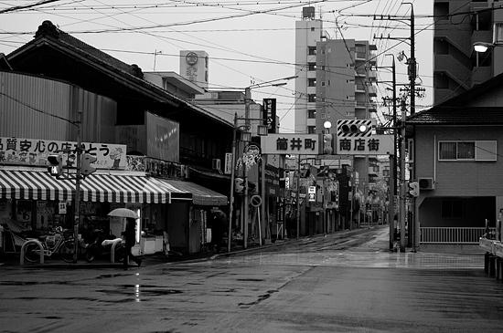 雨の商店街-1