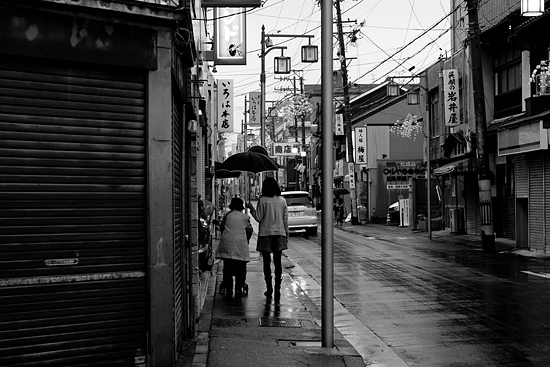 雨の商店街-12