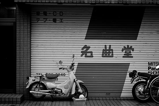 雨の商店街-3