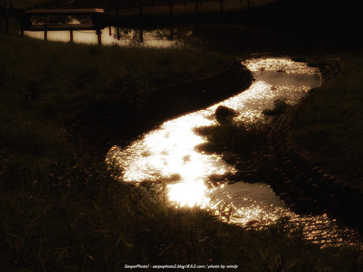 さんぽふぉと Sanpophoto 無料壁紙 昼間の公園をノスタルジックな雰囲気に